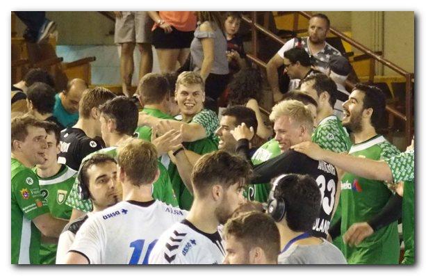 Los jugadores navarros celebran el pase a las semifinales. Foto: M. S.