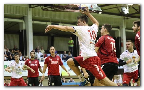Tomislav Kusan lanza a portería en un encuentro de la liga croata. Foto: Parentium