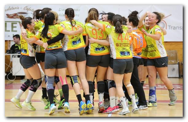 El Sporting celebra el triunfo y la clasificación a la fase final de ascenso. Foto: Sonia Tercero