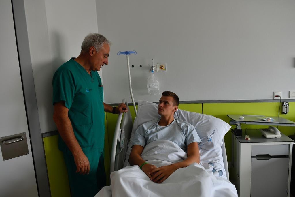 Pedro Terreros charla con Serget Hernández poco antes de la intervención. Foto: Ciudad de Logroño