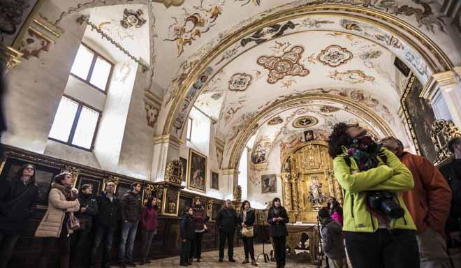 SAN MILLAN DE LA COGOLLA. Turistas en el Monasterio de Yuso en Semana Santa. 29.03.2018 Justo Rodriguez