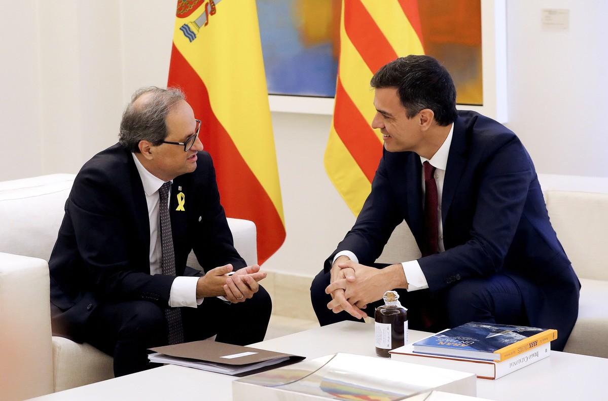 GRAF6449. MADRID (ESPAÑA), 09/07/2018.- El presidente del gobierno Pedro Sánchez y el president de la Generalitat Quim Torra, durante la reunión que ambos mantienen en el Palacio de La Moncloa en Madrid.- EFE/Ballesteros