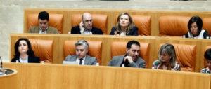 Escaños socialistas en el Parlamento de La Rioja, en el último pleno. Foto de Justo Rodríguez