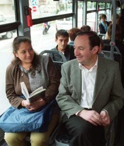 Pedro Sanz, viajando en autobús en 1999 hacia Alberite. Foto de Fernando Díaz.