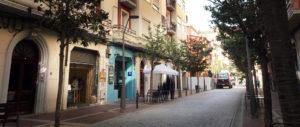 Vista del comienzo de la calle Gil de Gárate, con alguno de los bares más cercanos a la Gran Vía. Foto de Justo Rodríguez