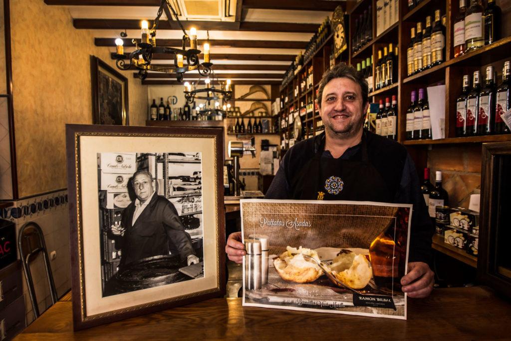 Patatas asadas, en Vinos Murillo. Foto de Justo Rodríguez