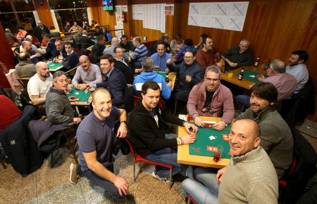 Jugadores de mus del bar Dover. Foto de Juan Marín