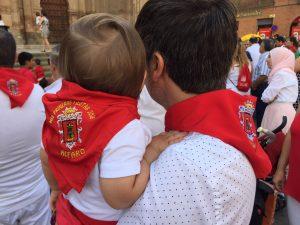 Alejo y Papá con el pañuelo rojo de las Fiestas de Alfaro.
