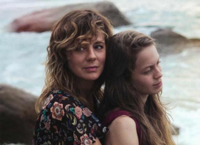 Madre e hija a la deriva