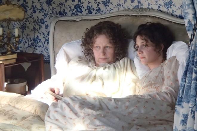 Madre e hija hacen confidencias