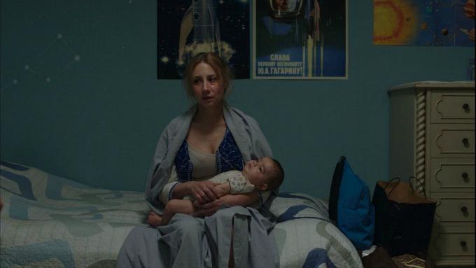Halina cuida a su bebé