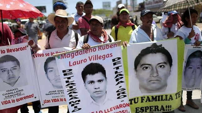 Manifestación por los estudiantes asesinados en Iguala. AFP